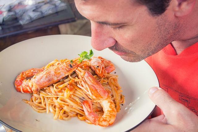 Mirosul mâncării îngrașă